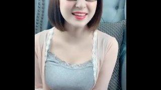 喜欢唱歌的中国女孩